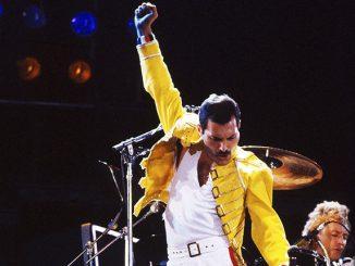 Freddie_Mercury_statue_Liverpool_-_DSC00077